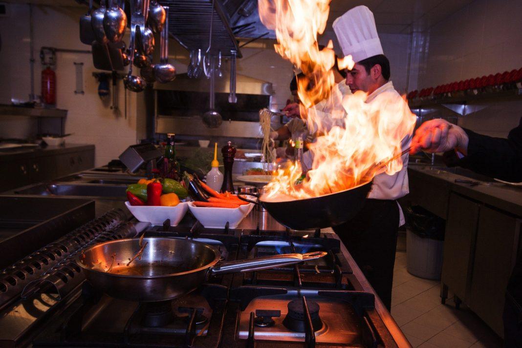 Jak wyposażyć restauracyjną kuchnię