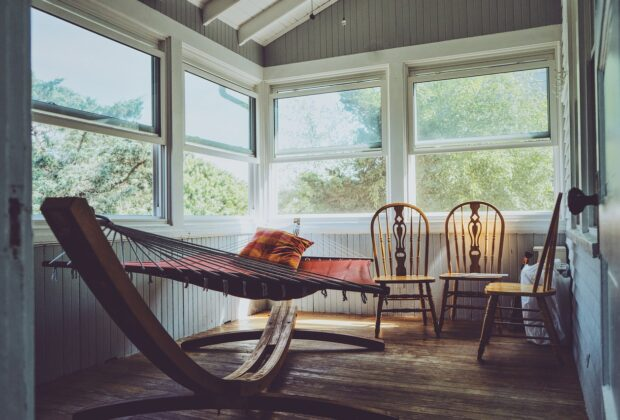 Fotel wiszący do pokoju - na co zwrócić uwagę