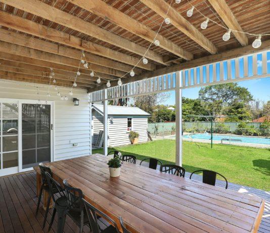 Stół ogrodowy — poznaj 4 ważne jego cechy