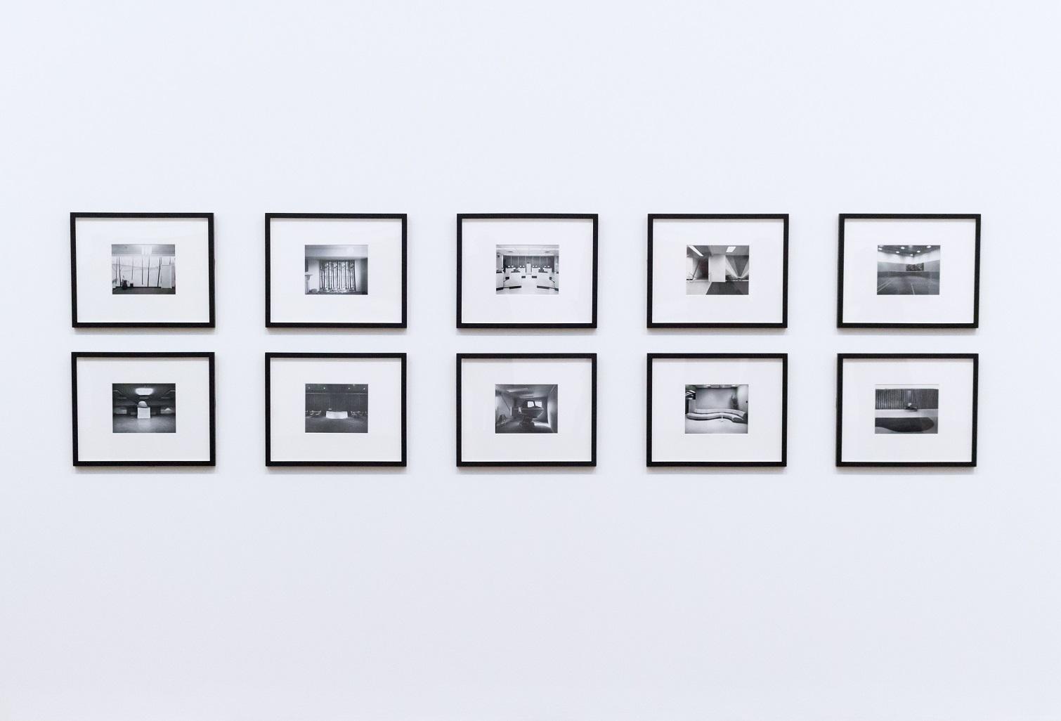 Jak prawidłowo powiesić ramki na zdjęcia?
