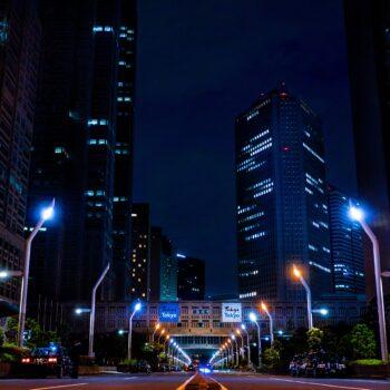Inteligentne sterowanie oświetleniem ulicznym, nowoczesne systemy monitoringu... Co jeszcze wpisuje się w ideę Smart City